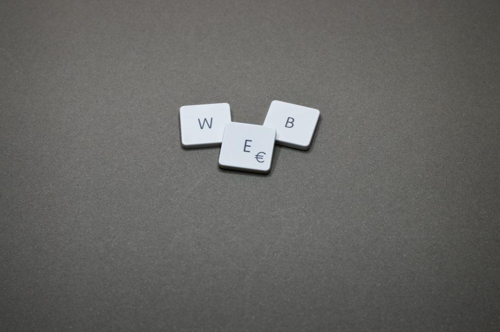 """Imagen de las letras """"WEB"""""""