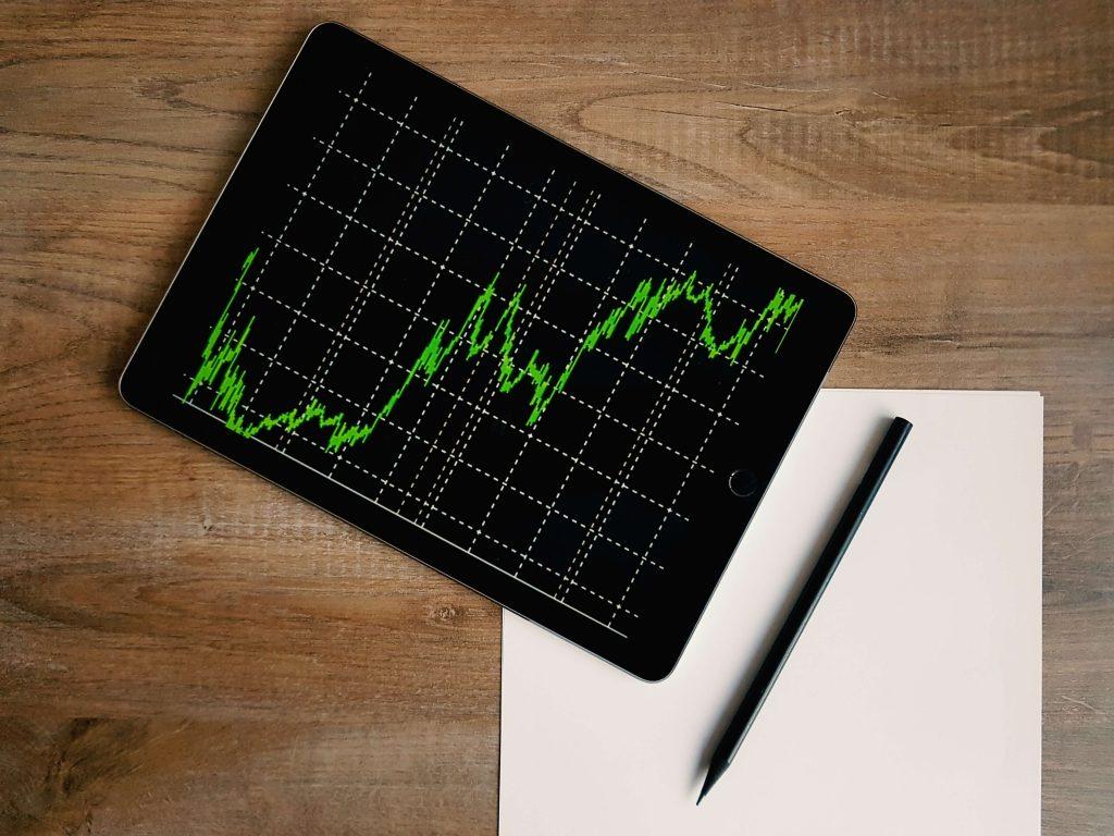 Gráfico que refleja el precio de acciones en bolsa, como metáfora de la oferta y la demanda