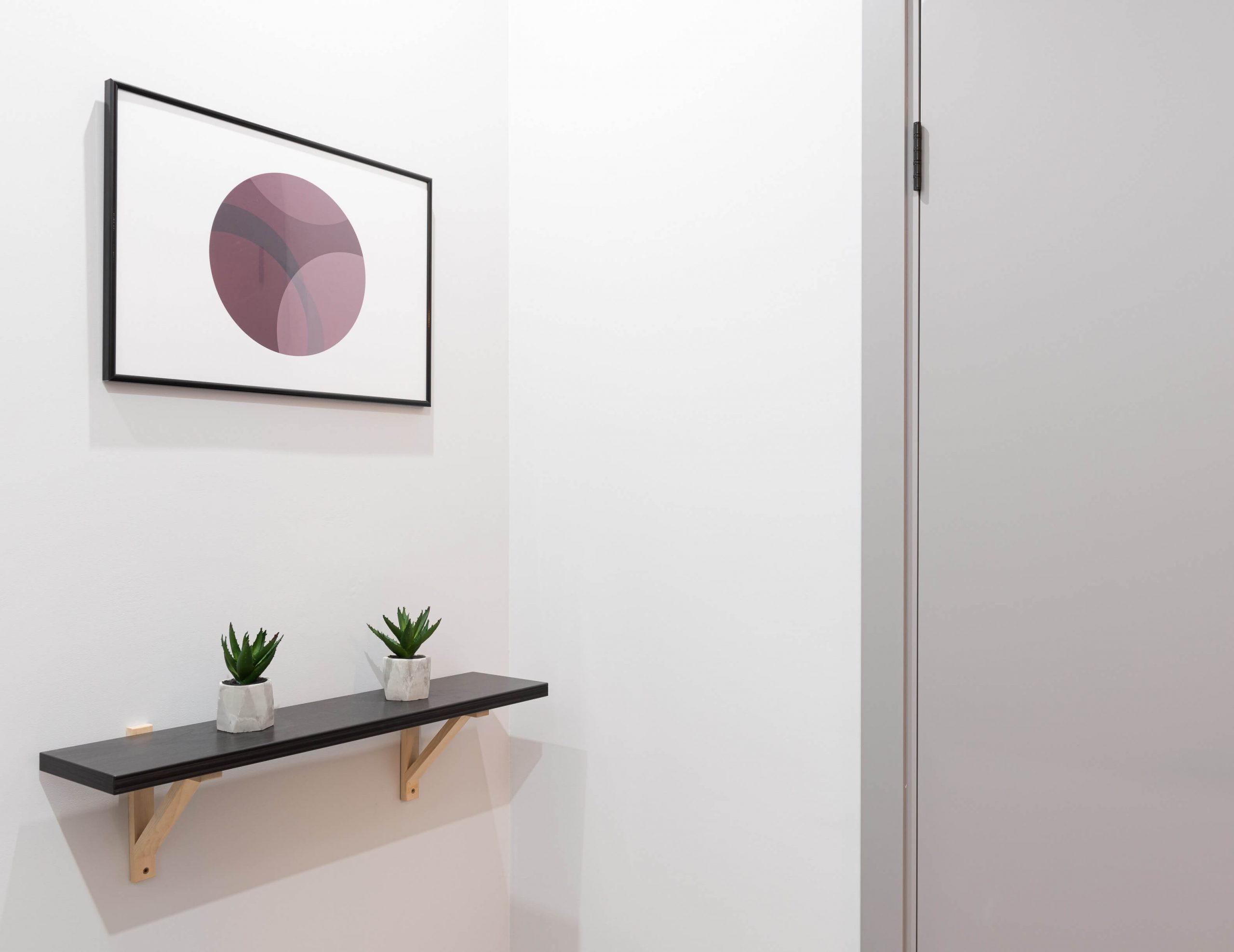 Imagen de una entrada de una casa con un diseño bonito