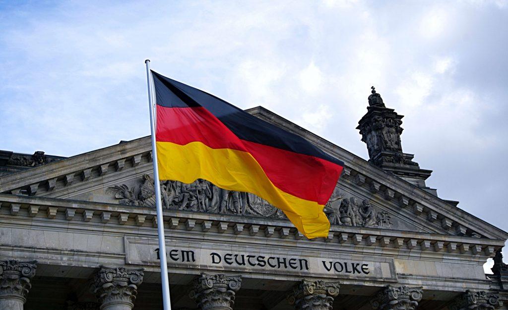 La bandera de Alemania ondeando